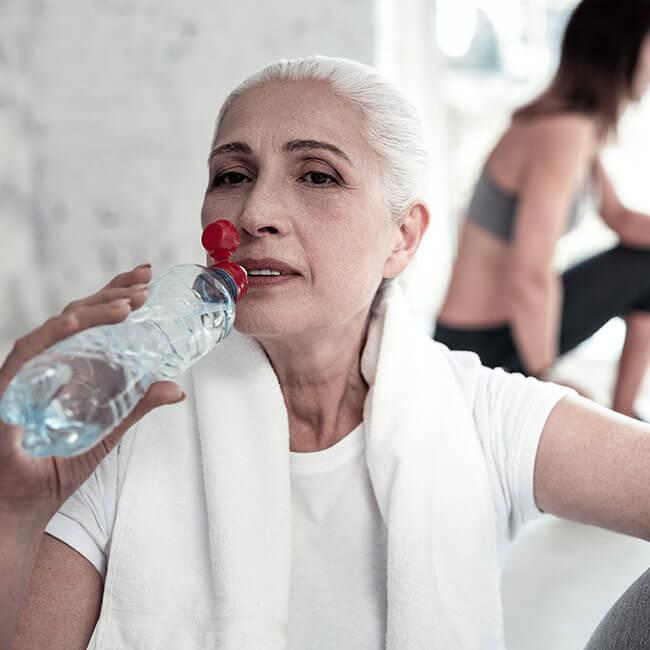 Jak suplementacja witaminą D może wpłynąć na kondycję osób starszych?